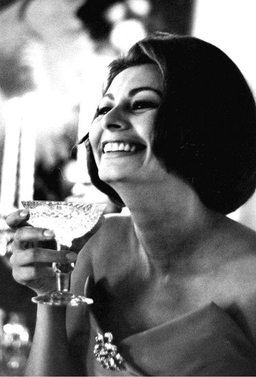 sophia loren drinks champagne